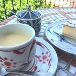 ティールーム 赤いやね - コーヒー&チーズケーキ