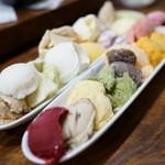焼肉 はせ川 - 2015.9 フルーツとアイスの盛合せ(500円)のアイス22種類