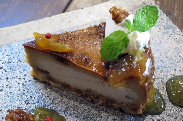 カフェ 火裏蓮花 - 大人のブルーチーズケーキ お酒のきいたオレンジのピールソース添え(アップ、2015年7月)