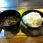 ステーキ宮川 - 料理写真:ごはんと味噌汁、漬物