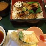 41819436 - 焼穴子定食1200円                       白御飯か寿司飯かチョイスです