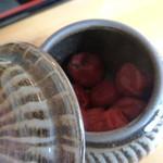 竹の子 - 卓上には梅干しです(^^