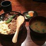 郷どり 燦鶏 - 照り焼きそぼろ丼(単品)