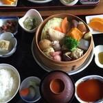 ゆけむり茶屋 - ゆけむり定食は温泉蒸気で蒸し上げた地極駕籠蒸しの定食(≧∇≦)