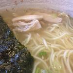 炭火焼鳥 一喜鶏 - 鶏塩らーめん 麺&鶏肉@2015/09/12