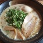 麺恋家  - まったりらーめん690円+煮たまご(2015.09)