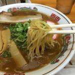 しま田 - 和歌山ラーメン 麺アップ