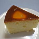 スイス菓子 ローヌ - カットしてお皿に載せて