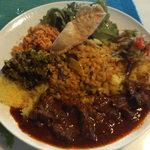 シナモンガーデン - スリランカワンプレートランチ(2015年9月:マトンカレー、左にゴーヤ、ポルサンボルと豆カレーちょいのせをプラス)