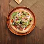 生ハムと野菜のピッツァ