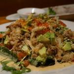 HALE海'S - 蟹とアボカドのミックスリーフサラダ ローストした松の実とマスタードマヨネーズソースで 1,000円