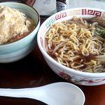 魚いち亭 - 半カツ丼・ラーメンセット@900