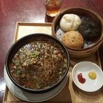 41831928 - 黒ゴマ担担麺と包子のセット