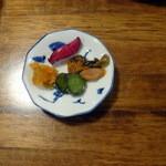 旬菜厨房 恵比須屋 - 2皿まで無料のセルフ漬物