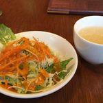 41835676 - Bセットのサラダとスープ