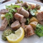 ピッツァ サルヴァトーレ クオモ 四谷 - ソーセージと豚肉