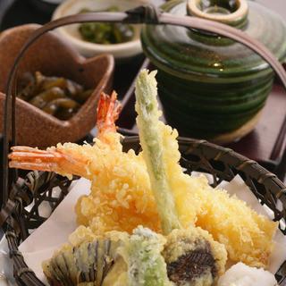 美酒に合う料理と和食。飲み放題付き宴会コースは4000円~!