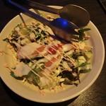 灯 - シザーサラダ:サーモン、温玉、アボガド、レタス、水菜、プチトマトスライス に明太子マヨネーズで頂ます。アボガドはポイント高いです。2015.05.14