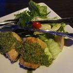灯 - カジキのソテー・バジルソース:バジル&ガーリック、レタス、プチトマト、レモン、水菜。2015.05.14