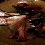 猪口猪口 - 七厘炙り ハタハタ、鮭とば、烏賊丸干し