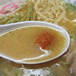 龍上海 横浜店 - 辛味噌は各自好みの辛さに溶かせるように別トッピングスタイル。                             全部溶かすと、辛いのが大好きな私でも結構辛いです。