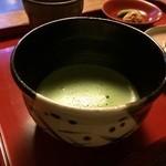 藤江屋分大 - 瀬戸織部の茶碗が、似合います