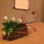 藤江屋分大 - 床の間に飾られた花