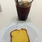 マーガレットハウエル ショップ&コーヒー - アイスコーヒーとレモンパウンドケーキ