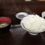 41853776 - 注文後すぐに、ご飯と味噌汁と天つゆがきました。