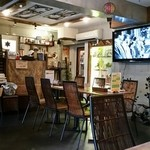 6889cafe - 店内 大型テレビでは「ローマの休日」。
