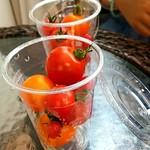 41858297 - 量り売りのトマト3種