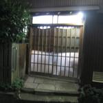 武蔵屋 - 2015年7月31日21時14分、店内が再び点灯すると、店内からにぎやかな声、声、声。
