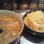 大阪 大勝軒 神山 - 麺器のほうが小さい・・・