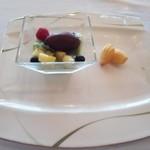 41860855 - カカオシャーベットを添えたピスタチオ風味のババロア