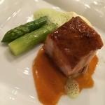 上高地帝国ホテル - 信州米豚とグリーンアスパラガス                             クリーミーなポレンタとドライフルーツ