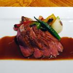 41866368 - フランス産鴨肉胸肉のロースト,マディラソース