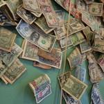 アンクル・サム - 壁には1$札