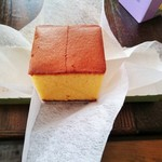 福砂屋 - 料理写真:黄色の濃いカステラ2切れ