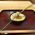 41872550 - 渡り蟹と白ずいきみょうが、おくら。ジュレをかけてすすきの穂をあしらって秋らしく。
