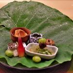 41872556 - 八寸は立派な蓮芋の葉に乗せられて。