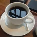 ペストリーショップ - ピントがコーヒーに映った景色にフォーカス♪
