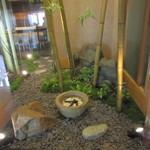 41875271 - 館内にお庭のスペースが作ってあります