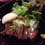 壱之倉庫 - 赤牛丼、お肉が柔らかくて美味しかったです。
