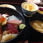 海鮮亭 いっき - 海鮮丼定食¥1080