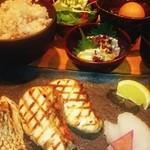 芦屋炭火キッチン MACHIYA - 炭火焼き魚プレート