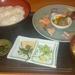 41886442 - 海鮮丼定食 850円