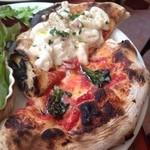 41886980 - ニョッキのグラタンピザとマルゲリータのミニピッツァ
