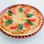 キーズ カフェ トムソーヤ - 生バジルとモッツァレラチーズのピザマルゲリータ