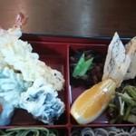41892220 - 天ぷら、フルーツ、厚焼き玉子