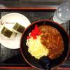 セルフうどん やま - 料理写真:カレー釜玉うどん中580円 おにぎり    2個     260円